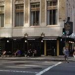 Foto tirada no(a) Starbucks por Erick M. em 4/21/2012