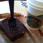 Photo taken at Starbucks by Jose Luis M. on 7/13/2012