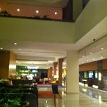 Photo taken at Crystal Gateway Marriott by Dfirst L. on 8/16/2011