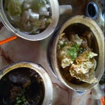 Photo taken at Kiang Kee Bak Kut Teh 强记肉骨茶 by Andrew T. on 1/6/2012