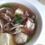 Photo taken at Cheng Mun Chee Kee Pig Organ Soup 正文志记 by Stephanie on 9/29/2011