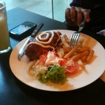 Photo taken at Solaria by Setiawati M. on 2/3/2011