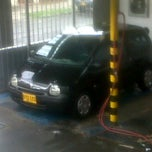 Photo taken at ServiPolish (Carwash) by DIANA PATRICIA M. on 7/22/2012