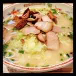 Photo taken at ラーメン専門 こむらさき 天文館本店 by ayustet y. on 11/4/2011