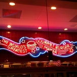 Photo taken at Red Robin Gourmet Burgers by Marcie T. on 12/1/2011