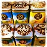 Photo taken at The Coffee Bean & Tea Leaf by Nurlili Elilza A. on 4/13/2012