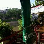 Photo taken at ครัวเจ๊ปุ๊ by Bandit F. on 6/7/2011