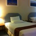 Photo taken at Thumrin Thana Hotel (โรงแรมธรรมรินทร์ธนา) by 🀄mORcHAt💊 g. on 2/19/2012