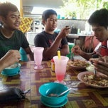 Photo taken at Cendol Fuad & Anak-anak by Syazly S. on 4/11/2012