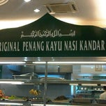 Photo taken at Restoran Original Penang Kayu Nasi Kandar by Hasminzalmi on 2/17/2012