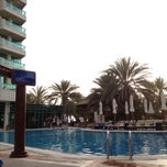 Photo taken at Hilton Dubai Jumeirah Resort by Jaeyoung L. on 5/29/2012