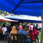 Photo taken at Warung Mee Bandung Da Boom by Ahmad H. on 4/17/2011