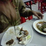 Photo taken at Ayam Lepaas by Cika L. on 11/1/2011
