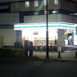 Photo taken at セブンイレブン 新横浜3丁目店 by Hiro on 12/28/2011