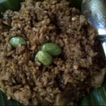 Photo taken at Nasi goreng babat Pak Taman by Nicholas L. on 2/24/2012