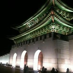 Photo taken at 광화문 (光化門, Gwanghwamun) by Minds on 5/3/2011