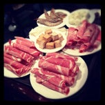 Photo taken at Shancheng Hot Pot King (山城火锅王) by 놀리밑™ on 11/4/2011