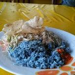 Photo taken at Restoran Patani ABC Teluk Cempedak by ID H. on 10/30/2011