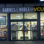 Photo taken at Barnes & Noble by TwisT T. on 5/26/2012