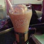 Photo taken at Johnny Rockets by Will H. on 2/26/2012