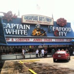 Photo taken at Maine Avenue Fish Market by Joseph P. on 6/15/2012