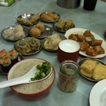 Photo taken at Ee Fatt Bak Kut Teh by Weiru T. on 8/8/2011