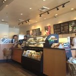 Photo taken at Starbucks by Yuri R. on 7/25/2012