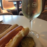 Foto tirada no(a) Lufthansa Business Lounge / Tower Lounge (Non Schengen) por Fabio M. em 7/11/2012