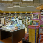 Photo taken at Popular Bookstore by Sam C. on 8/31/2012