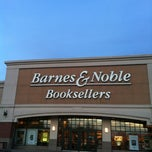 Photo taken at Barnes & Noble by Ginalyn P. on 2/18/2012