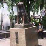 Photo taken at 忠犬ハチ公 / Hachiko by 英伸 須. on 6/2/2012