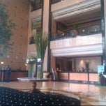 Photo taken at Menara Peninsula Hotel Jakarta by Erizal E. on 6/11/2012