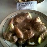Photo taken at Siomay & Batagor Mang Mudi by Julia B. on 8/11/2012