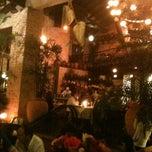 Photo taken at Pizzaria Famiglia Mancini by Eva R. on 3/25/2012