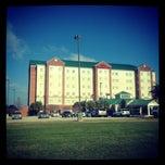 Photo taken at Hilton Garden Inn by Leonardo A. on 2/13/2012
