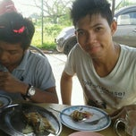 Photo taken at Murtabak Mengkasar PEKAN by Dior 디. on 5/13/2012