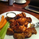 Photo taken at Uno Chicago Grill by Victor A. on 6/18/2012