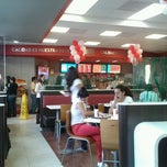 Photo taken at Wendy's by Gus M. on 6/24/2012