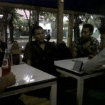 Photo taken at Warung Penyet Si Boy by pandu k. on 5/7/2012