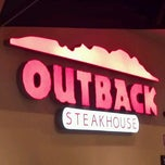 Photo taken at Outback Steakhouse by Thiago A. on 5/19/2012
