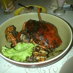 Photo taken at Gama Ikan Bakar dan Seafood by Hamonangan S. on 8/20/2012