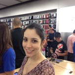 Photo taken at Apple Store, Dadeland by Leda F. on 5/5/2012