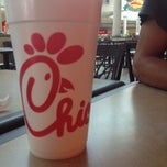 Photo taken at Chick-fil-A by d e ® ® ! E n on 8/6/2012