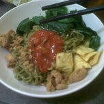 Photo taken at Mie Ayam Purwodadi by Kautsar on 8/14/2012