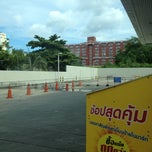 Photo taken at Esso (เอสโซ่) by vince v. on 8/28/2012