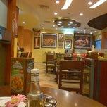Photo taken at The Pizza Company (เดอะ พิซซ่า คอมปะนี) by Ammy B. on 9/6/2012