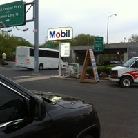 Photo taken at Mobil by Vinicius V. on 4/18/2012