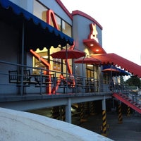 Photo taken at Carl's Jr. by Uriel H. on 6/11/2012