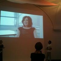 Das Foto wurde bei Ovalhalle im MQ von Claudia G. am 7/3/2012 aufgenommen