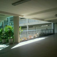 Photo taken at Escola Superior de Ciências da Saúde (ESCS) by Thalya M. on 3/28/2012